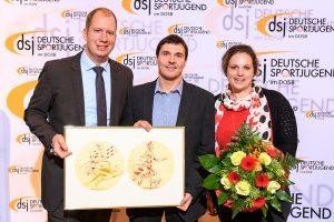 Bild: von links nach rechts Jan Holze, neu gewählter dsj-Vorsitzender, Sören Ullrich und Lisa Druba, dsj-Vorstandsmitglied.